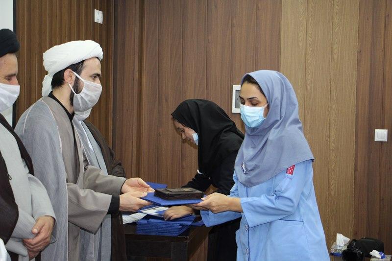 تجلیل از کادر درمانی و مدافعان سلامت بیمارستان یاس با حضور مسئول نهاد