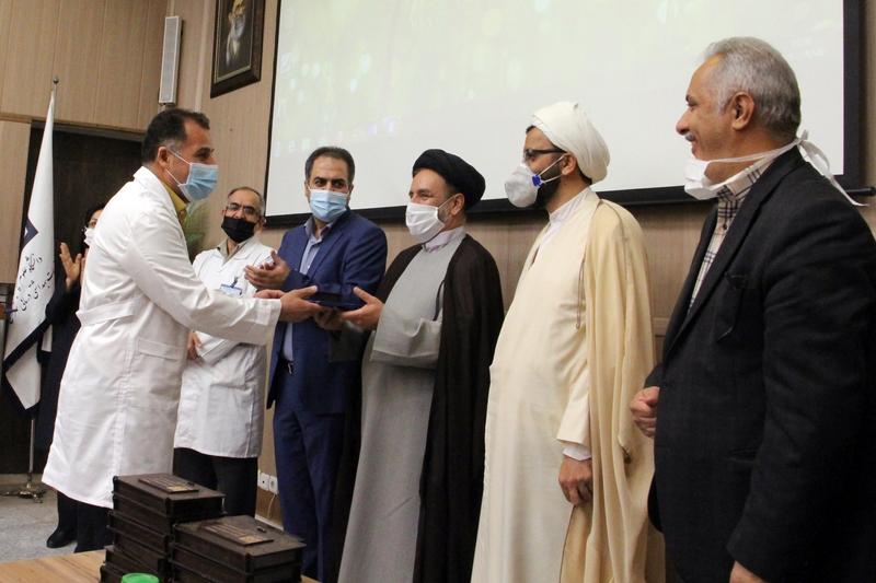مراسم تجلیل از کادر درمانی و مدافعان سلامت بیمارستان ضیائیان با حضور مسئول نهاد نمایندگی مقام معظم رهبری