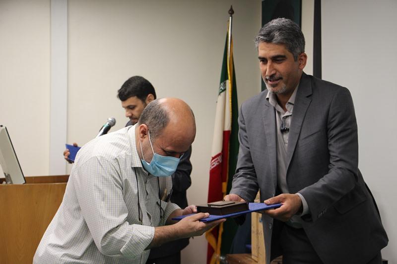 تجلیل از کادر درمانی و مدافعان سلامت بیمارستان امیراعلم با حضور مسئول نهاد