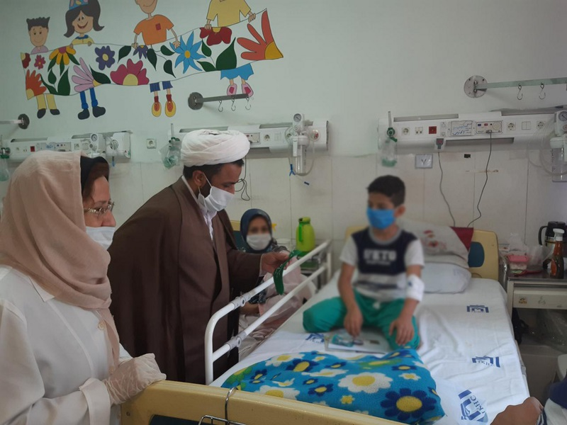 عیادت از کودکان بستری بیمارستان ولیعصر(عج) به مناسبت میلاد امام هادی (ع) و عید سعید غدیر خم