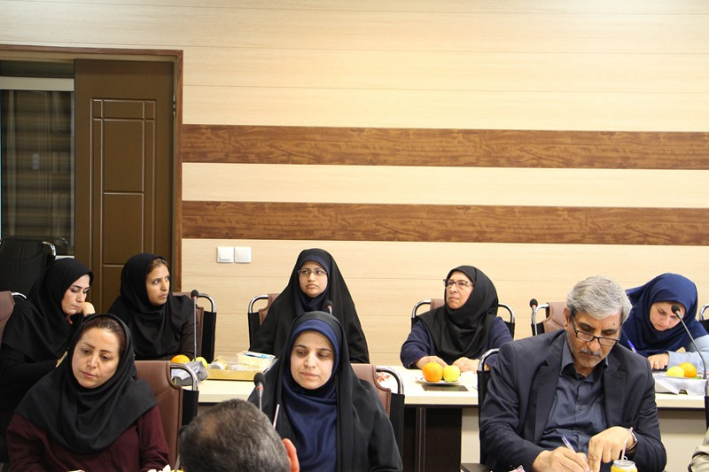 نشست هماندیشی استادان با موضوع بزرگداشت روز معلم در دانشکده داروسازی