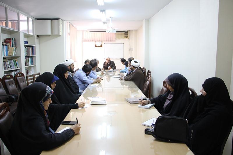 برگزاری جلسه تفسیر سوره احزاب، ویژه کارکنان دفتر نهاد