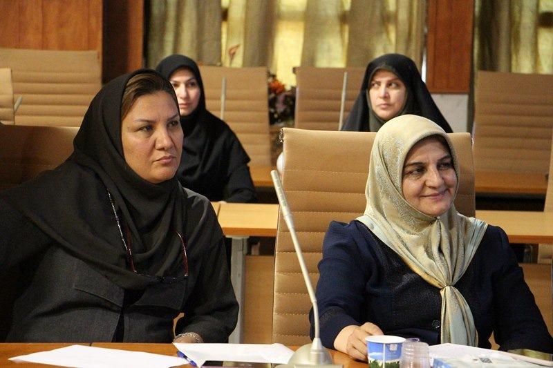 اولین جلسه دوره ارتقاء مهارت مدیریت نظاممند و کارآمد خانواده اسلامی-ایرانی با موضوع کلیات تعلیم و تربیت خانواده