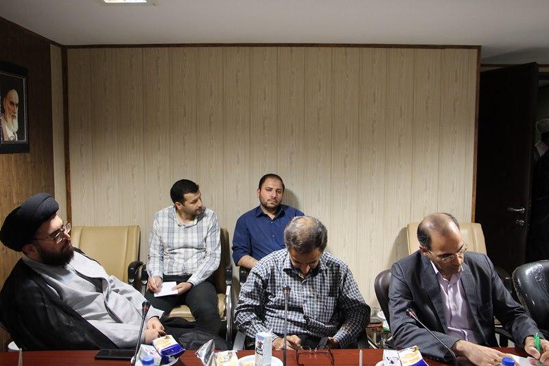 نشست هم اندیشی ائمه جماعات، رابطین و دبیران اقامه نماز دانشگاه